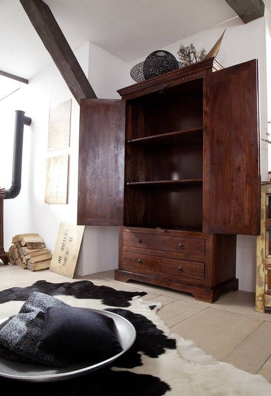 schrank kolonialstil wohnzimmer dumsscom. Black Bedroom Furniture Sets. Home Design Ideas